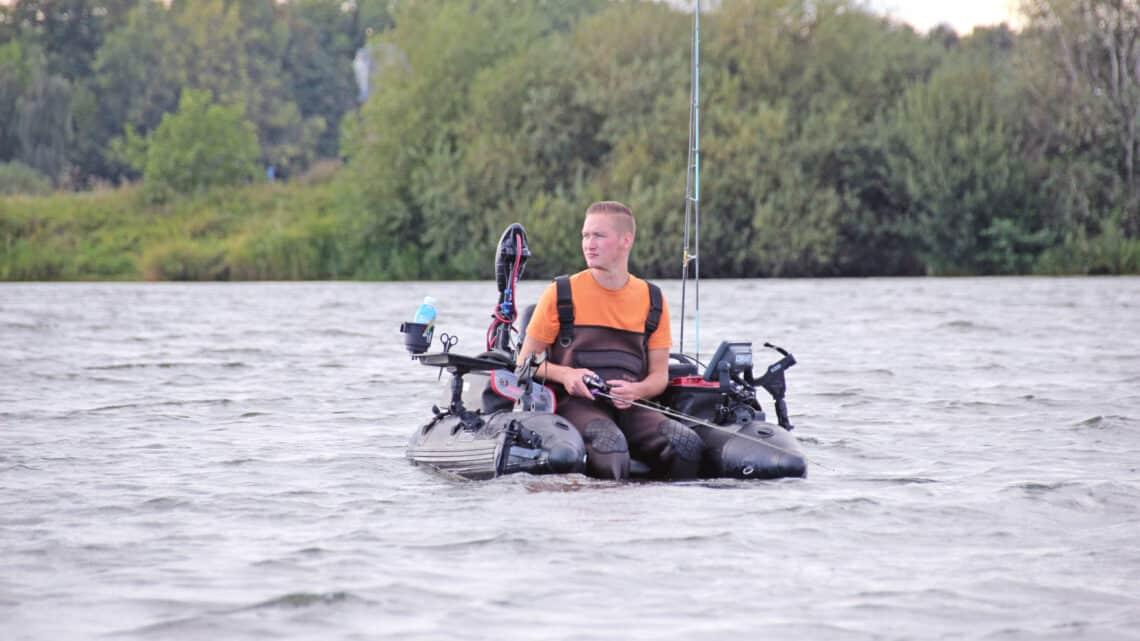 Belly Boot Angeln mit einem Elektromotor